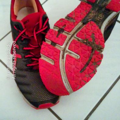 Auf dem Foto nicht so gut zu erkennen: Auch diese Schuhe haben nach rund 700km schon deutliche Verschleißerscheinungen an der Schuhspitze.
