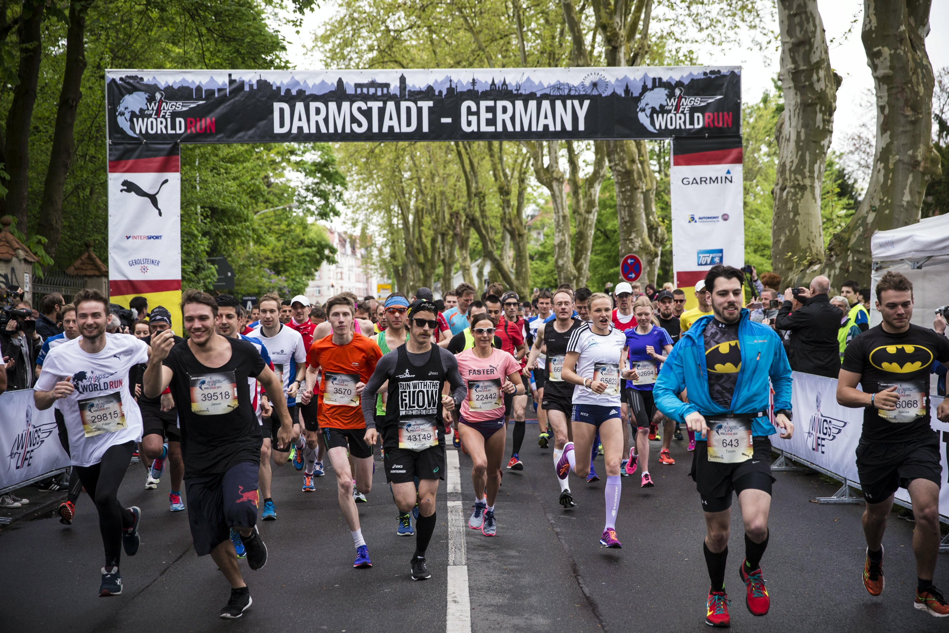 Wings for Life World Run 2015 in Darmstadt. Vorne weg Flo. Foto: Hans Herbig for Wings for Life World Run / Red Bull Content Pool.
