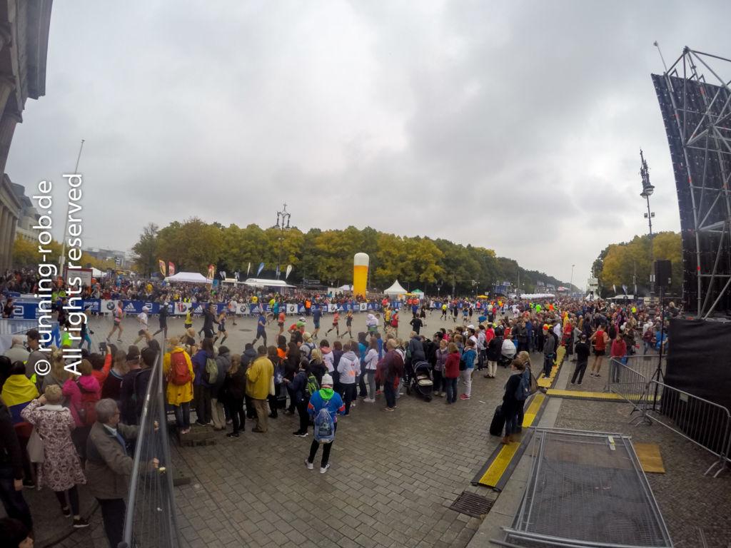Kurz vor dem Ziel beim Berlin-Marathon 2017