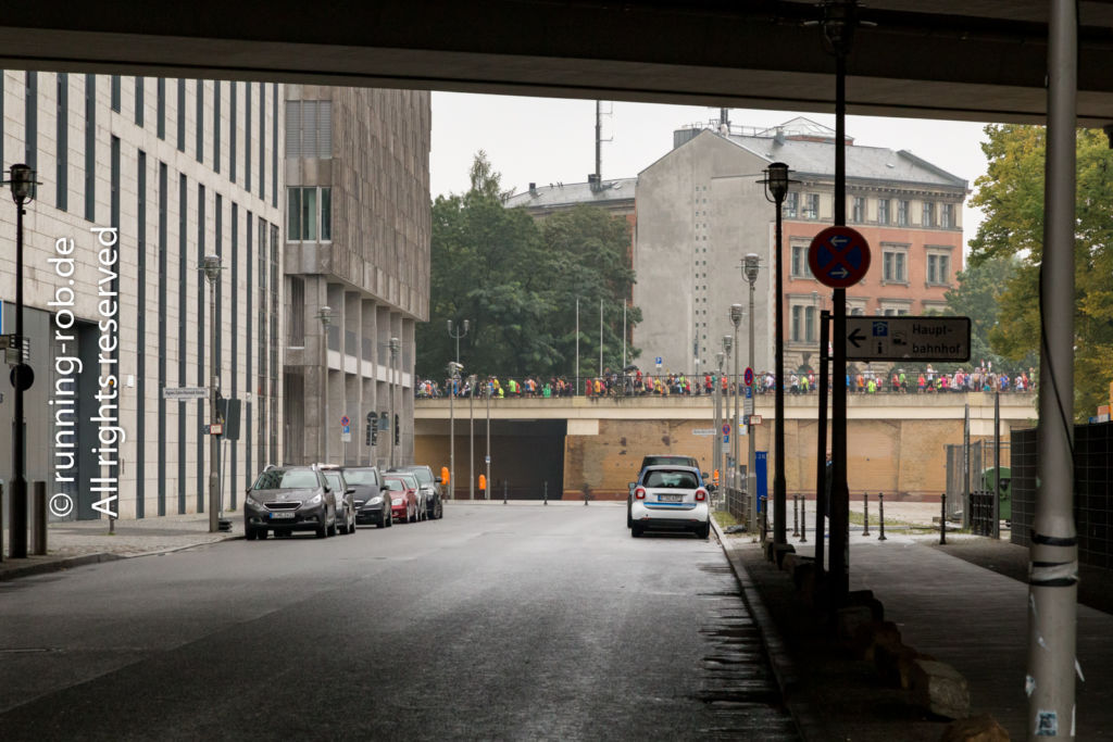 Berlin-Marathon 2017 am Hauptbahnhof